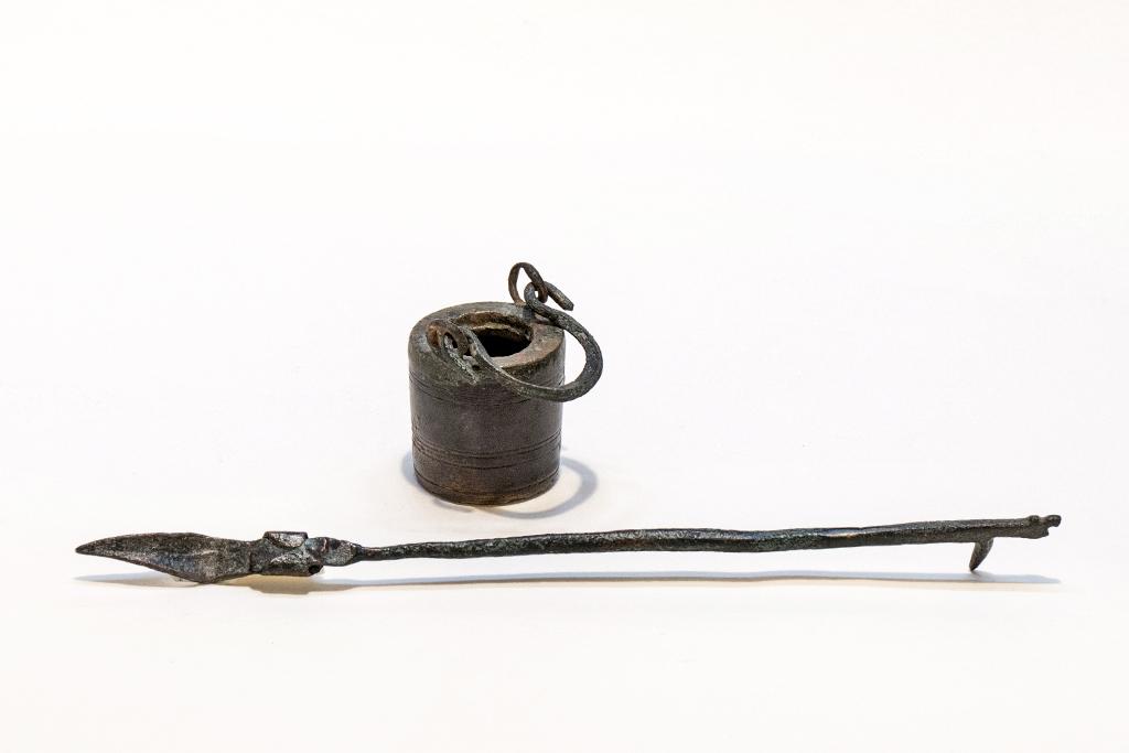 Feder und Tintengefäss in Bronze ca. 1. - 3. Jhdt. n. Chr.